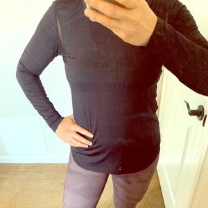 Lucy Perforated Performance Black Longsleeve